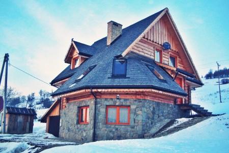 Dachy z trzciny, czy dachy z wióra osikowego? – co polecają specjaliści Strzechart