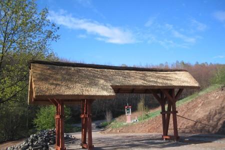 Brama wjazdowa w gospodarstwie agroturystycznym w Ojcowiźnie